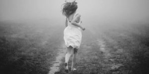 woman_running_away (1)
